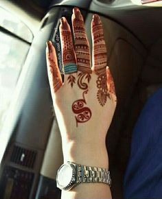 As Rakshabandhan 2019 is Coming, and colleges have started, Here's an article on Henna Mehndi Designs which you can easily pull off to college. These are not too difficult, you will find som… Finger Henna Designs, Henna Art Designs, Mehndi Designs For Girls, Mehndi Designs 2018, Modern Mehndi Designs, Dulhan Mehndi Designs, Mehndi Designs For Fingers, Wedding Mehndi Designs, Mehndi Design Pictures