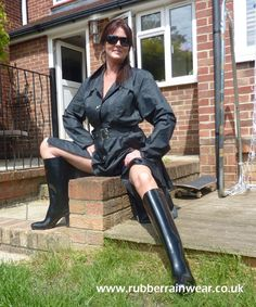 This hot babe is ready to go in her revealing Rubber Rainwear! Find more on our website! Hunter Wellies, Rainy Day Fashion, Raincoats For Women, Rain Wear, Black Rubber, Fashion Boots, Rain Boots, Leather Pants, Women Wear