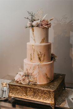 3 Tier Wedding Cakes, Pretty Wedding Cakes, Wedding Cake Rustic, Elegant Wedding Cakes, Wedding Cakes With Flowers, Wedding Cake Designs, Wedding Cake Gold, Cake With Flowers, Black And White Wedding Cake