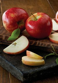 Sourced from small, quality-oriented orchards, these Heirloom Apples come from farmers who are dedicated to the preservation of native apple varieties. The sweetest Holiday Gift.