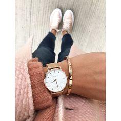 WEBSTA @ uniquejules - Guten Morgen meine Süßen, dick eingekuschelt im neuen Mantel und Pullover von @zara, Uhr @klarfwatches und der super dazu passende Armreif von @feengeschmeide 🙌🏼✨, Jeans @zara__europe und Chucks @converse #ootd #instadaily #style #fashion #details #zara #outfitoftheday #fashion #look #outfit #mode #inspiration #rose #nude #pink #rosegold #jewelry #daily #fashionblogger #love #happy