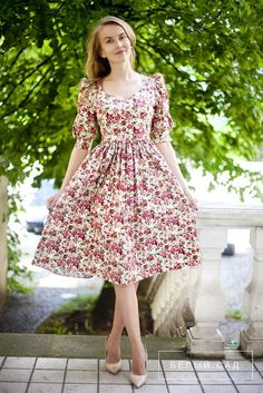 Uhmm, I don't think I like the shoulders of the sleeves, but the dress is cute! I'd like to try it on!  Dress