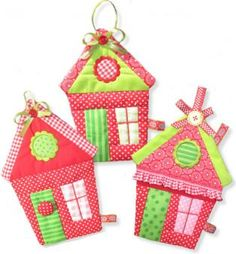 Sweet little Home ITH - Sweet Little Home in the HOOP This patchwork house is a wonderful decoration and a great scrap buster. Bazaar Ideas, Fabric Houses, Small Quilts, Little Houses, Embroidery Applique, Little Things, Bird Houses, Bunt, Needlework
