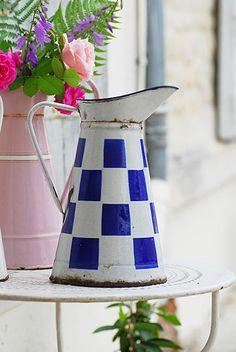 broc émaillé. Interesting checked enamelware pitcher