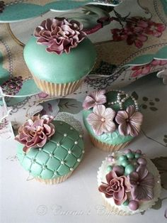 Teal Cupcakes.  Too pretty to eat! www.kerlagons.com