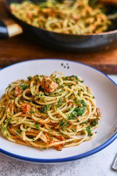 Tonhalas-spenótos spagetti vörös pesztóval recept | Street Kitchen Good Food, Yummy Food, Pasta Recipes, Spagetti, Food Porn, Food And Drink, Low Carb, Healthy Eating, Vegan