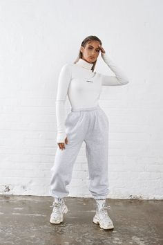 Boujee Outfits, Sporty Outfits, Classy Outfits, Stylish Outfits, Fall Outfits, Fashion Outfits, Fashion Skirts, Joggers Outfit, Look Girl