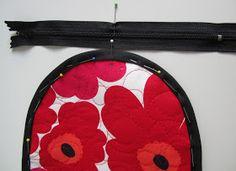 Lappeklipp: Necessär - tutorial Pot Holders, Sunglasses Case, Quilts, Bags, Purses, Handbags, Patch Quilt, Taschen, Potholders