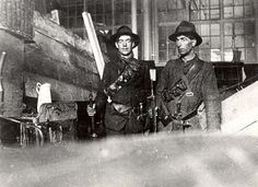 Volunteers and Citizen Army inside the GPO. Ireland 1916, Dublin Ireland, Ireland Map, Old Pictures, Old Photos, Irish Independence, Easter Rising, Old Irish, Michael Collins