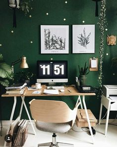Winter decoration ideas at home wintery motive serving board - ENGILISH MODELB Home Office Space, Home Office Decor, Home Decor, Edgy Bedroom, Bedroom Decor, Office Wall Colors, Relaxation Room, Green Rooms, Office Interior Design