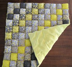 Puff Quilt... There's just no way this is as easy as they say it is. Finalllllleeeee, I found the super easy looking tutorial to make this adorable quilt :) hope I can put together fabrics just as cute as this yellow and gray!