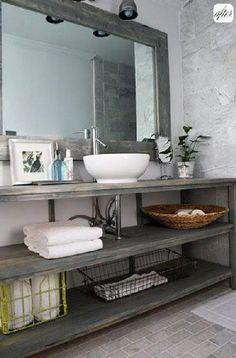 Un plan vasque à fabriquer à partir de planches de récup passées à la lasure grise pour la protection des projections d'eau