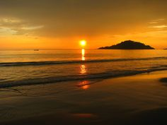 Setting sun in the arabian sea, spraying the sky Amber, nothing is more eye catching than a pint of beer, fresh fish fried in Indian herbs and spices, good weather and an ecstatic view. - #travel #goa #india #beaches qnatours@gmail.com