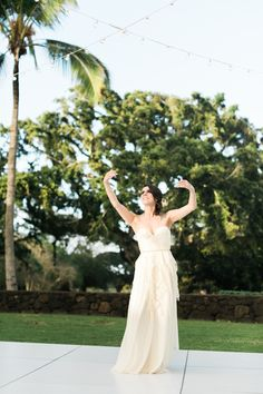Bride dancing hula   Rebecca Arthurs Photography   see more on: http://burnettsboards.com/2015/04/oahu-ranch-wedding/
