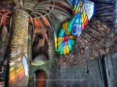 Colonia Güell.Cripta