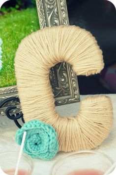 Yarn-Wrapped Monogram Wreath -- Could do with red yarn for Christmas...
