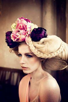 Zoek je een nieuwe hairdo? Of ga je trouwen en wil je een schitterend bruidskapsel? Madame de Pompadour tovert je haarbos om tot een waar kunstwerk. Of het nou voor een feestje is of 'gewoon voor de leuk'.