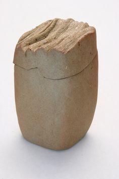 Top texture reminds me of desert rocks Ceramic Boxes, Ceramic Jars, Ceramic Clay, Ceramic Pottery, Pottery Art, Earthenware, Stoneware, Clay Box, Pottery Handbuilding