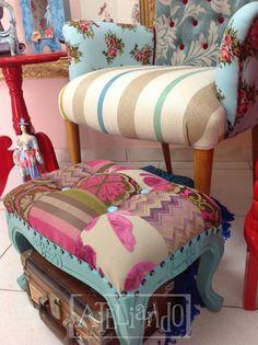 Ateliando - Customização de móveis antigos Puff provençal em patchwork fabricado e customizado pelo nosso Atelie.