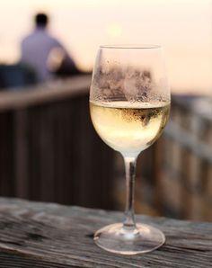 Stairway To Heaven Hawaii, Wine Drinks, Alcoholic Drinks, Cocktails, White Wine, Red Wine, Wine Photography, Chenin Blanc, Pinot Gris