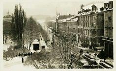 Christiania Kristiania KARL JOHANSGATE / ROSENKRATZGATE. Vinter, mye folk, trikker og aviskiosk Utg S.Gran Ubrukt 1925