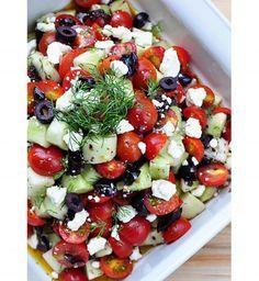 Salade d'été : Tomates, concombre, olives et féta