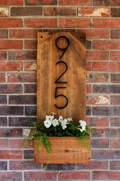 How to make a vertical house number sign for your house exterior, easily with . - How to make a vertical house number sign for your house exterior, easy to assemble … - Diy Casa, Diy Décoration, Home And Deco, Handmade Home Decor, Cute Home Decor, Wood Home Decor, Wooden Decor, Diy Wall Decor, Barn Wood Decor