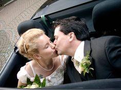 Meine Hochzeit war das Schönste:)Natürlich musste auch eiine kelien Panne passieren-ich habe meinen Personalausweis vergessen! Aber die nette Standesbeamtin hat ein Auge zugedrückt und wir konnten heiraten:)