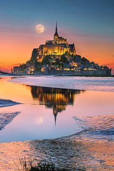 "lsleofskye: ""Fairy Tale "" Mont Saint-Michel, France, at high tide. Photo by İlhan Eroglu. Beautiful Castles, Beautiful World, Beautiful Places, Amazing Places, Places To Travel, Places To See, Mont Saint Michel France, Landscape Photography, Travel Photography"