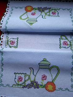 Cross Stitch Designs, Cross Stitch Patterns, Cross Stitching, Cross Stitch Embroidery, Filet Crochet, Beautiful Crochet, Rococo, Diy And Crafts, Patches