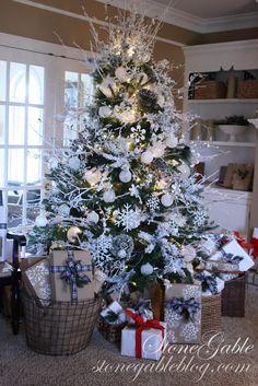 Sparkling Snowflake Christmas Tree