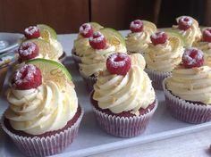 Red velvet cupcakes s limetkovým krémem - Birthday Cupcake Ideen Cheesecake Cupcakes, Oreo Cupcakes, Chocolate Cupcakes, Mini Cupcakes, Red Velvet Cupcakes, Small Desserts, Czech Recipes, Sweet Recipes, Muffins