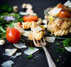 Pastasalat mit cremigem Tomaten-Ricotta-Pesto   schmecktwohl