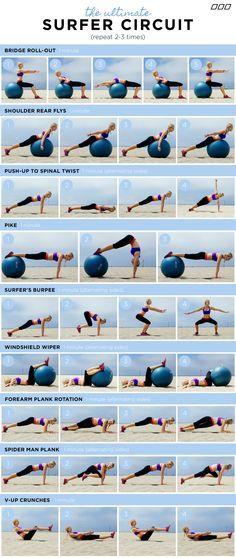 Practica estos ejercicios de Pilates en la playa.