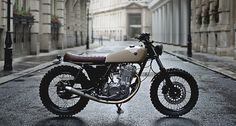 Factory Fresh: Auto Fabrica's super clean Do one thing and do it well. Yamaha by Auto Fabrica. It looks just like the they did a while back, but that was beautiful, too. Yamaha Sr400, Yamaha Motorcycles, Vintage Motorcycles, Custom Motorcycles, Custom Bikes, Ducati, Vintage Bikes, Vespa, Sr400 Cafe Racer