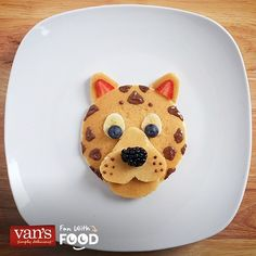 Pancake with strawberry ears, banana & blueberry eyes, Nutella spots, & a blackberry or boys en berry nose Cute Food, Good Food, Yummy Food, Food Crafts, Diy Food, Food Ideas, Toddler Meals, Kids Meals, Animal Shaped Foods