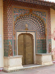 Gorgeous work on the doorways..#travel #inspiration #Jaipur #OiaDesign #India