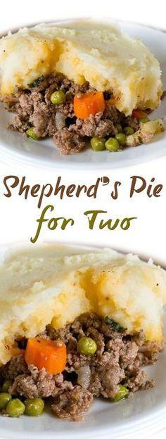 Shepherd's Pie for Two Casserole Recipes, Meat Recipes, Indian Food Recipes, Cooking Recipes, Healthy Recipes, Quick Recipes, Recipes For Two, Batch Cooking, Dinner Rolls