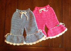 Bell Bottom Newborn PATTERN Adorable little Bell Bottom pants. Shorts instructions also included. Will fit babies up to 8 pounds, 14 inch waist, leg inseam is 6 inches (length can be increased). Made with lightweight, acrylic yarn. Crochet Baby Dress Free Pattern, Crochet Baby Pants, Crochet Bebe, Baby Girl Crochet, Newborn Crochet, Crochet Clothes, Baby Girl Patterns, Baby Girl Pants, Baby Knitting