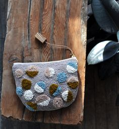 Craft With Conscience: Arounna khounnoraj of Bookhou punch needle pouch. Punch Needle Patterns, Latch Hook Rugs, Contemporary Embroidery, Pouch Tutorial, Fabric Bags, Textiles, Punch Art, Rug Hooking, Handmade Bags