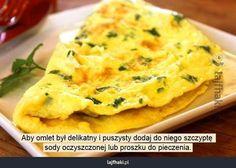 Sposób na puszysty omlet - Aby omlet był delikatny i puszysty dodaj do niego szczyptę sody oczyszczonej lub proszku do pieczenia.