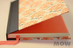 Arbol Naranjo! Cuaderno MOW - 100 hojas papel ahuesado, tapa forrada en papel y vinilo. Hojas de guarda y cinta separadora color naranjo.