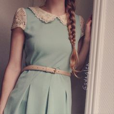 Delicate collar and mint green dress well girlie. Nice Women's … Style Vintage, Mode Vintage, Vintage Fashion, Pretty Outfits, Pretty Dresses, Beautiful Dresses, Modest Fashion, Love Fashion, Fashion Outfits