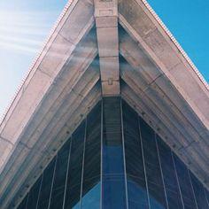 Opera House architecture . #mrtravelalotgoesSydney #mrtravelalot #sydney #newsouthwales #australia #tb #trowback #instatravel #igtravel #travelblogger #travelgram #travel #traveler #tourism #wanderlust #travelphotography #photography #instaaustralia #australiagram #aussie #opera #house #architecture