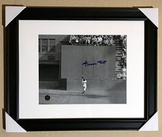 Willie Mays Authentic Signed Autographed 8x10 Framed Matted Photo COA THE CATCH