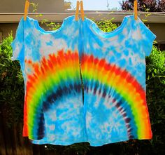 And I a total nerd that I totally wanna make BFF tee shirts... Maybe not a rainbow per say.... but somethin!!   Beginners Guide to Tie Dye - How to Tie Dye Hearts and Rainbows the Diva Way
