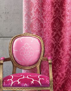 Velvet fabric for upholstery REFLECTIONS CHIVASSO Okay, this curtain fabric. It is dramatic, but all one color. Against light pink and gold walls, very dramatic. Print Wallpaper, Fabric Wallpaper, Luis Iv, Shabby, Velvet Curtains, Gold Walls, Curtain Designs, Vintage Chairs, Everything Pink