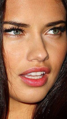 Look so horny. Adriana Lima, Beautiful Eyes, Beautiful People, Beautiful Women, Wale, Brazilian Models, Foto Art, Victorias Secret Models, Pretty Face
