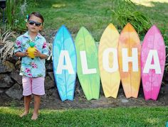 hawaiian luau party Ready to party with Moana? If so, set sail and cross the reef because this Moana Hawaiian Luau Birthday Party at Kara's Party Ideas is perfect! Aloha Party, Hawaii Birthday Party, Luau Theme Party, Hawaiian Luau Party, Hawaiian Birthday, Tiki Party, Luau Party Crafts, Hawaiin Theme Party, Hawaiin Party Ideas