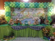 A África e os animais da Selva vão invadir sua festa! Leopardos, Gorilas, Elefantes, Girafas, Leões, Panteras, Zebras, Hipopótamos,  Crocodilos e muito mais,  vão fazer com que sua festa de aniversário infantil tenha contatos com a natureza muita aventura. Todos vão adorar a homenagem que fizemos  à  natureza c/o tema Safari, que tem um cenário colorido, com muito visual e emoção. Sua festa de aniversário infantil vai ficar inesquecível. Vale a pena conferir Sugerido qualquer idade - Unissex